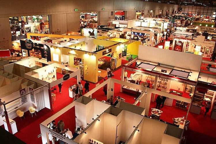 Tradeshow booths wide shot: trade show lead capture