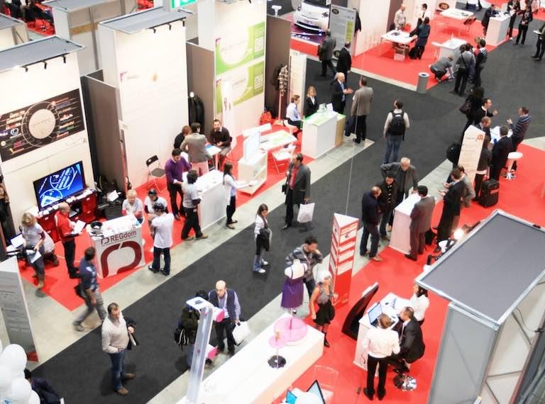 Entrepreneurs generating leads at a tradeshow.jpg