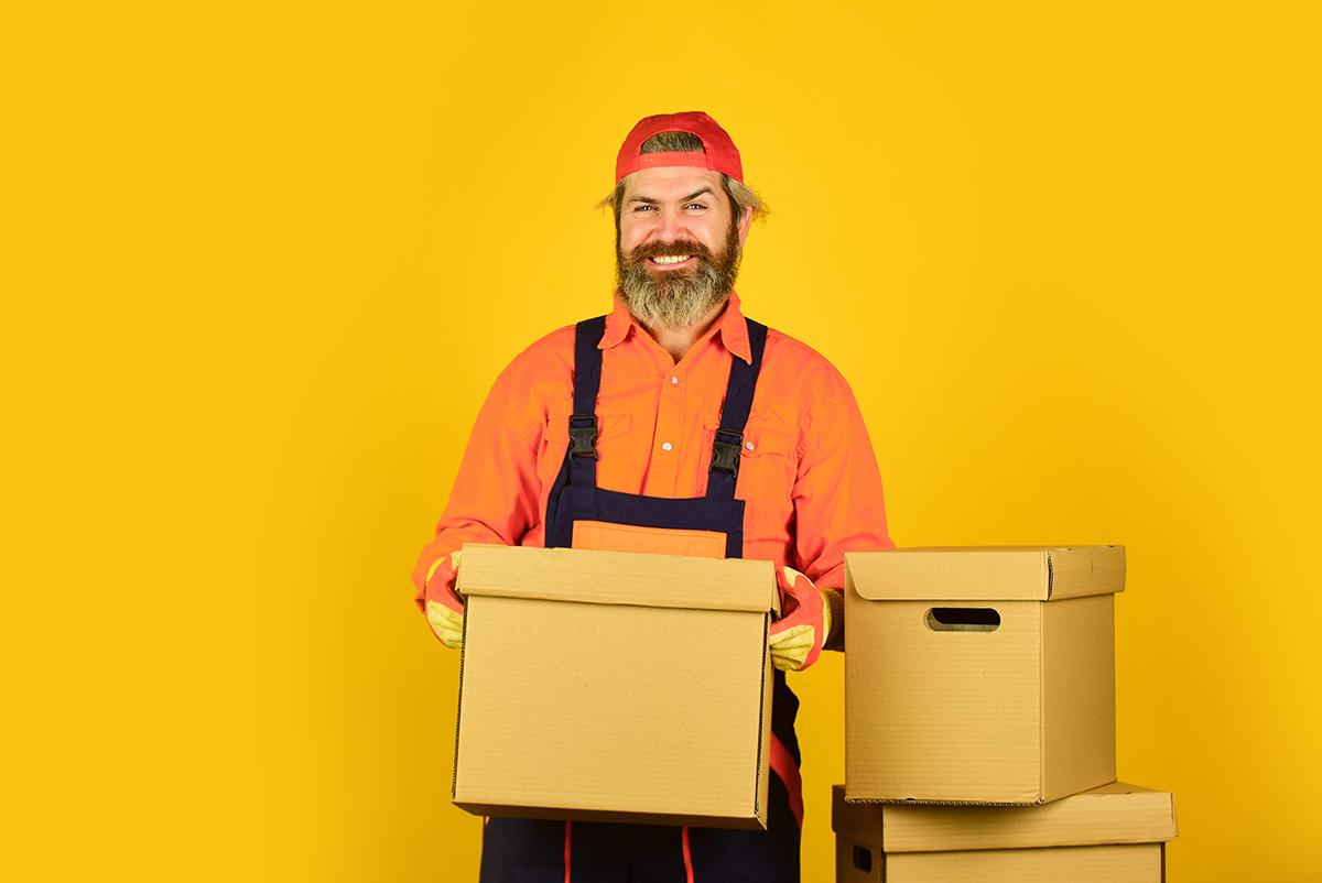 supplychain-guy-with-box