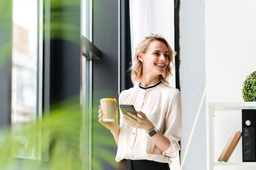 woman-coffee-geo