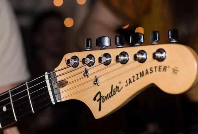 Fender-brand-wholesale-1.jpg